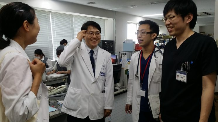 日本の家庭医を代表して(笑)専攻医がお出迎え